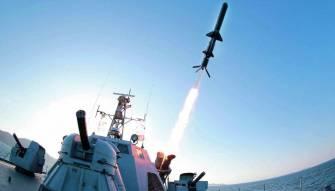 اليابان ترسل مدمرتان وكوريا الشمالية تقبل التحدي وتقدم موعد اطلاق الصاروخ يوما