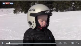 فيديو طريف - طفل يغفو أثناء قيامه بالتزلج