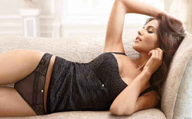 لايف ستايل Header image article main fustany 16 indirect ways to seduce  your man love and relationships