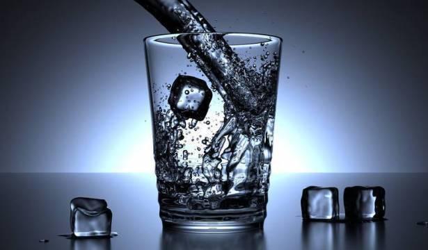 ماذا نشرب المياه الساخنة أو الباردة؟ اليكم الجواب الصحيح