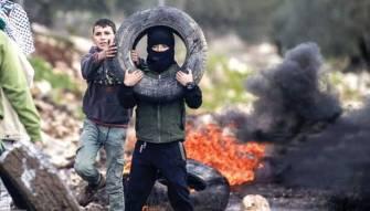 الإحتلال يعتقل فلسطينيين في الضفة