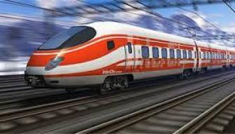 بالفيديو المروع- قطار سريع يصطدم بشاحنة..و هذا ما حل بالسائق..!