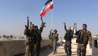 بالفيديو...الجيش السوري يدعم صفوفه في حماه قبيل الهجوم العكسي