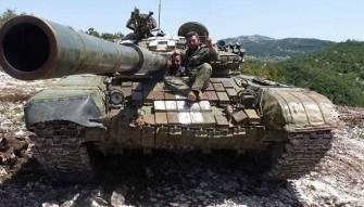 300 غارة خلال 24 ساعة على ريف حماة.. ماذا يحدث في وسط سوريا؟