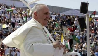 البابا يدعو لمواجهة التطرف خلال قداس في القاهرة :