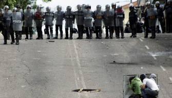 مقتل 37 سجيناً بعد مداهمة قوات الأمن لسجن في فنزويلا