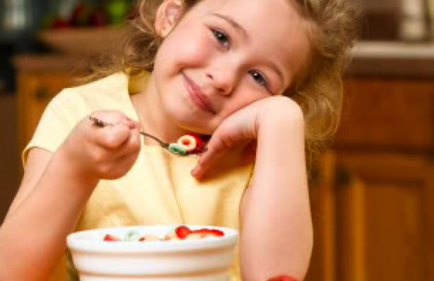 عادات يجب على الأطفال أن يتعلّموها منذ صغرهم…إليكم الجدول الزمني لكل مرحلة من مراحل الطفولة!